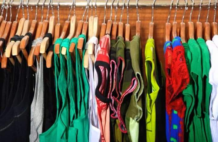 Sort Through Your Clothes With A Hangar System
