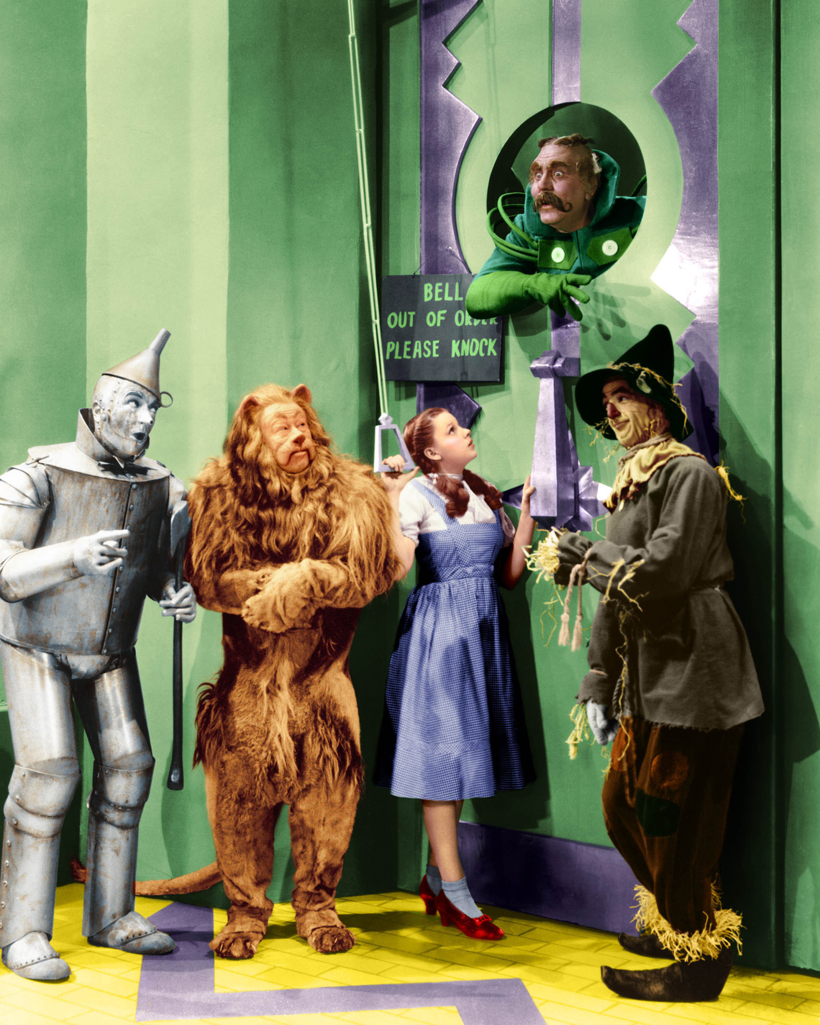 Bert Lahr Made Big Money As The Cowardly Lion