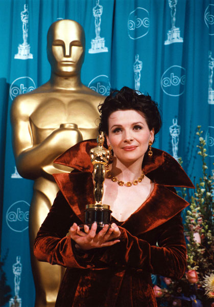 Juliette Binoche Beats Lauren Bacall For Best Supporting Actress 1997