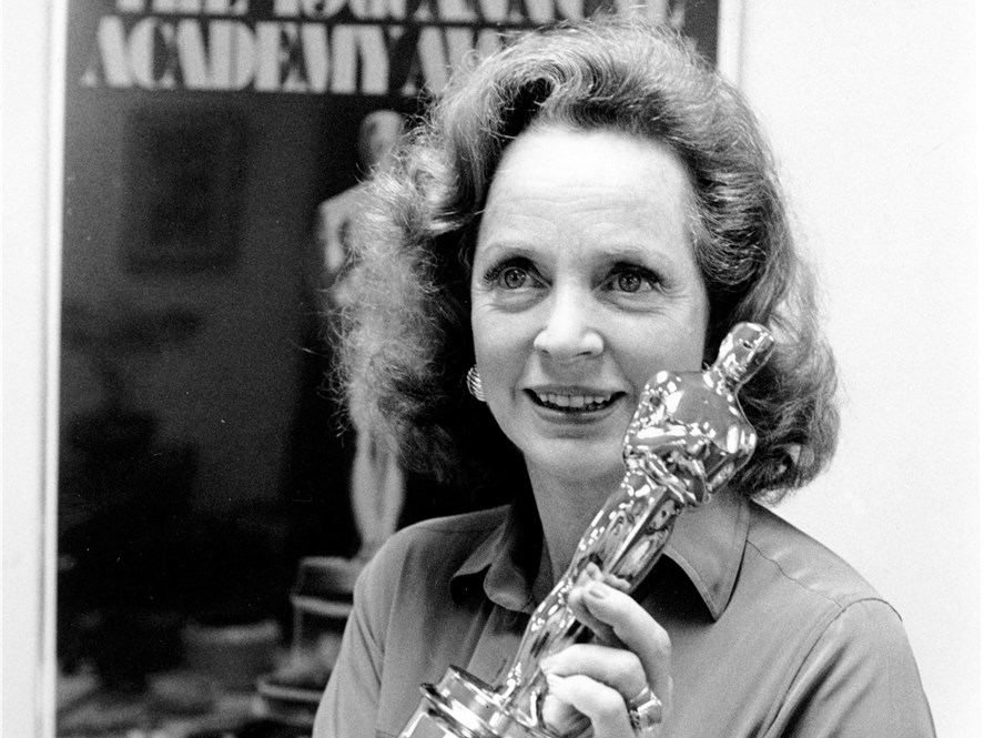 Beatrice Straight Wins For Network 1977