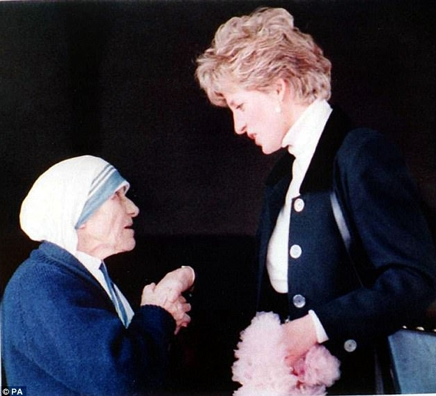 Mother Teresa And Diana Chatting