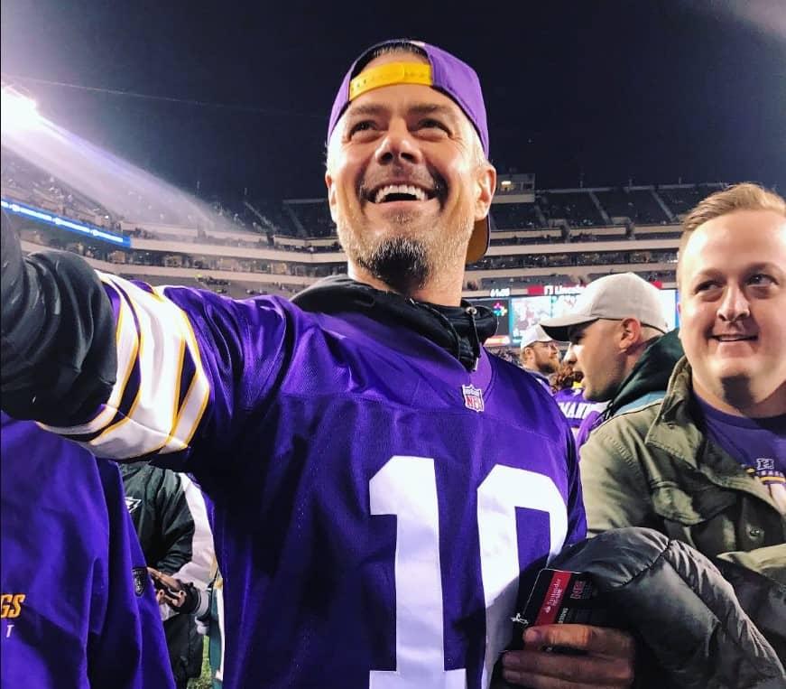 Josh Duhamel Minnesota Vikings